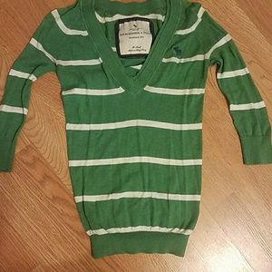 XS green and white 3/4 sleeve sweater
